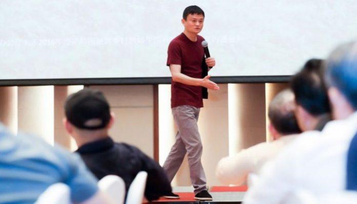 Джек Ма на конференции по образованию