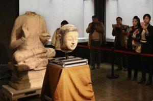 Украденная голова статуи в Китае